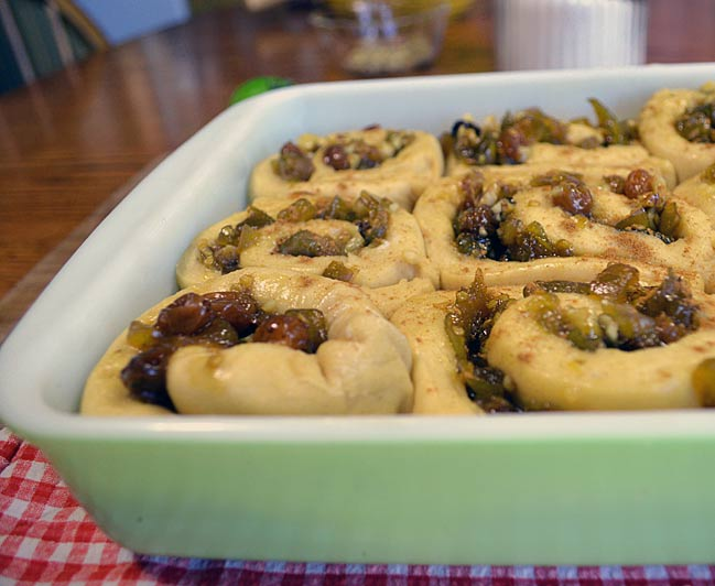 Cinnamon Rolls with Green Tomato Filling: Yummy deliciousness!