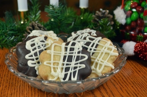 25 Days of Christmas Cookies: Day 18 - Black and White Hazelnut Shortbread Cookies