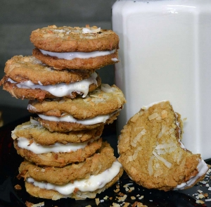 25 Days of Christmas Cookies: Day 13 - White Chocolate and Coconut Sandwich Cookies