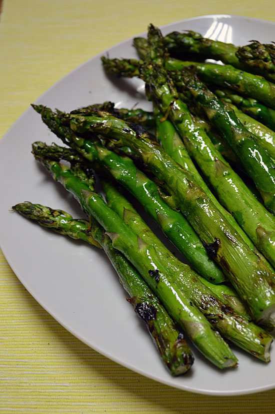 Summertime BBQ Side Dish Roundup: Grilled Asparagus