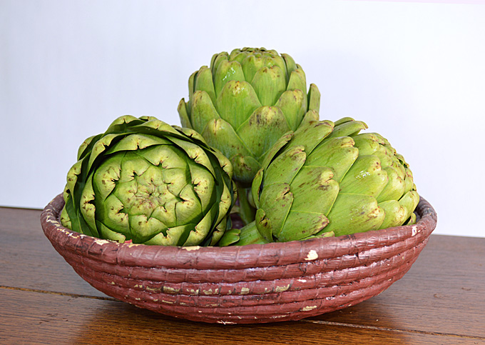 Steamed Artichokes with White Wine and Garlic Aioli